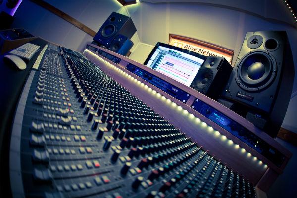 تجهیز استودیو موزیک ، صدابرداری و تصویر
